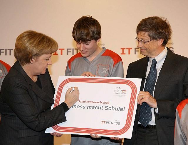 Gates und Merkel beim IT-Fitness-Wettbwerbauftakt