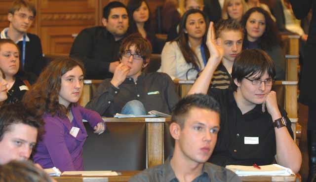Unsere Schüler im Plenarsaal des Hamburger Rathauses