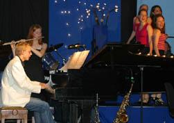 Thomas Rohland (Piano), Christine Schubert (Flöte) und die Damen vom Chor