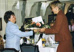 Blumen für Ellen Knöpfel, als Dank für Ihr erfolgreiches Engagement im Goethe Cafe.