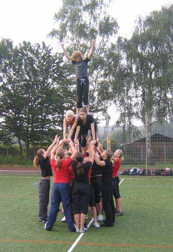 Cheerleader Pyramide bei der Eröffnung der Goethe-Games