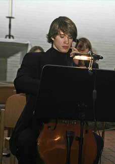 Samule Selle begeisterte mit Bachs &nbspSuite Nr.1 G-Dur für Violoncello solo.