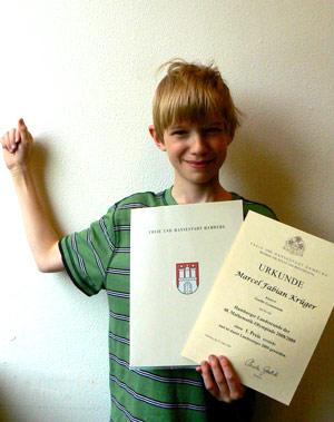 So sehen Sieger aus! Landessieger Marcel mit seiner Urkunde!