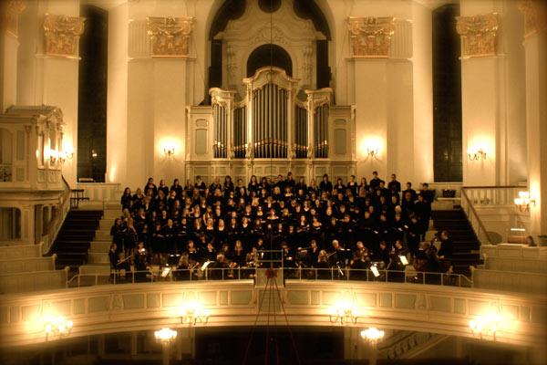 Der Chor de Goethe-Gymnasium im Hamburger Michel