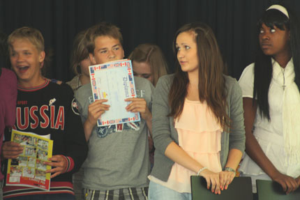 Schüler bei der Diplomübergabe