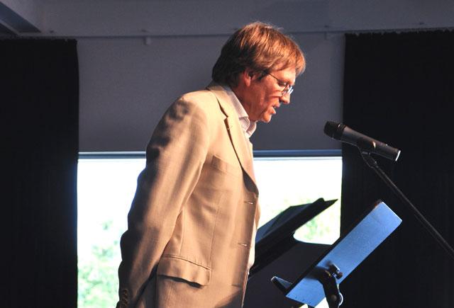 Der Schulleiter Herr Tegge hält die Abituransprache