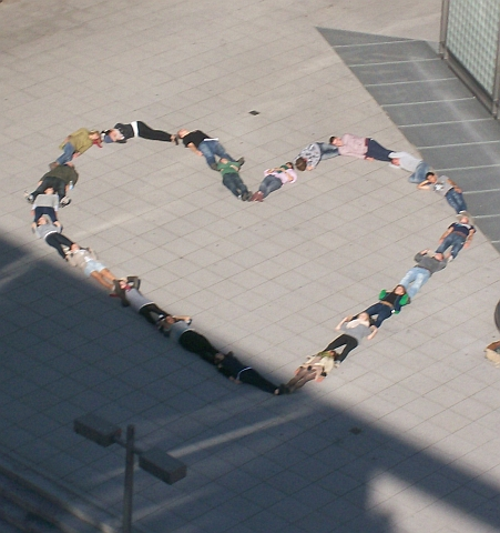 Herz aus profilierten Menschen zum Thema »I love Berlin«.
