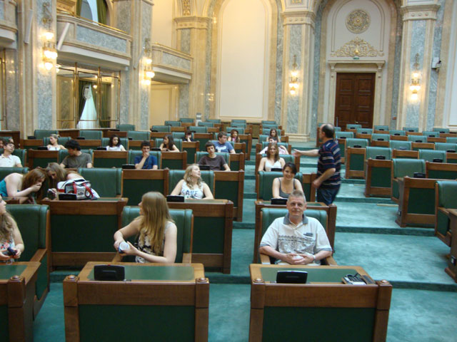 Unsere SchülerInnen im Rumänischen Parlament