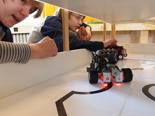 Roboter beim Line-Tracking