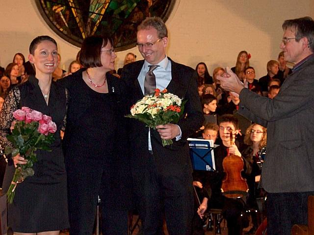Cornelia Barnick, Astrid Demattia, Mathias Junge und der Schulleiter Herr Tegge